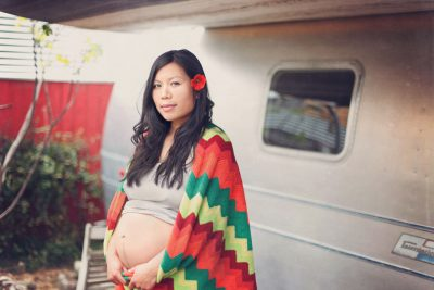 Momma with blanket -Oakland maternity photography by Becca Henry Photography