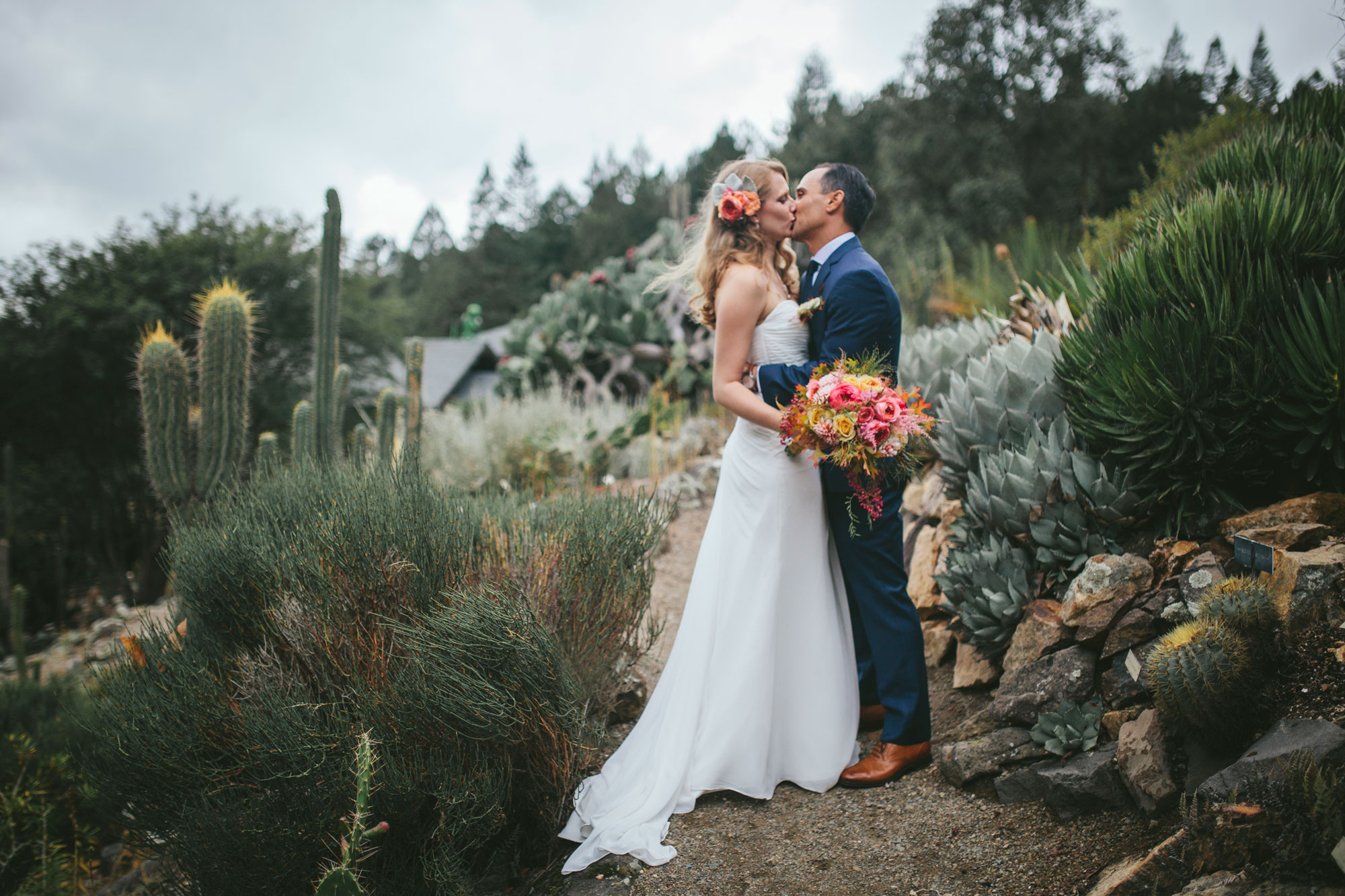 UC Berkeley Botanical Garden Wedding - by Becca Henry Photography