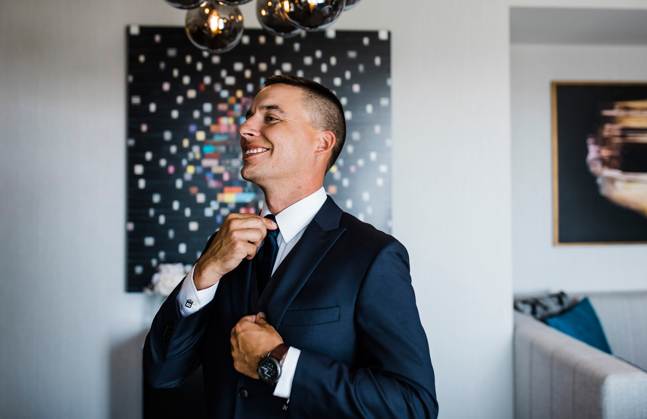 groom getting ready at Cosmopolitan Hotel. Las Vegas Wedding. Red Rock Wedding . Becca Henry Photography .