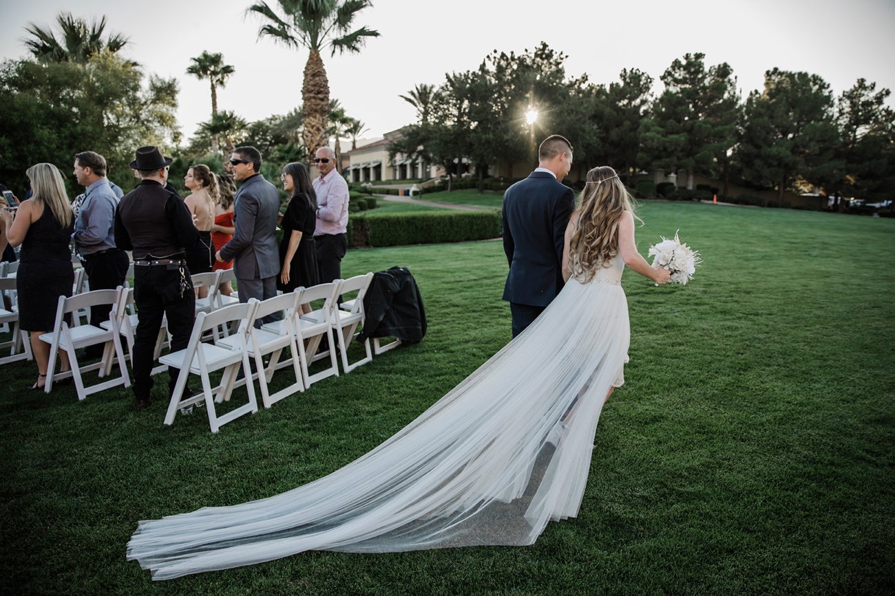 Las Vegas Wedding. Red Rock Wedding . Becca Henry Photography . Wedding ceremony at Siena Golf Club.