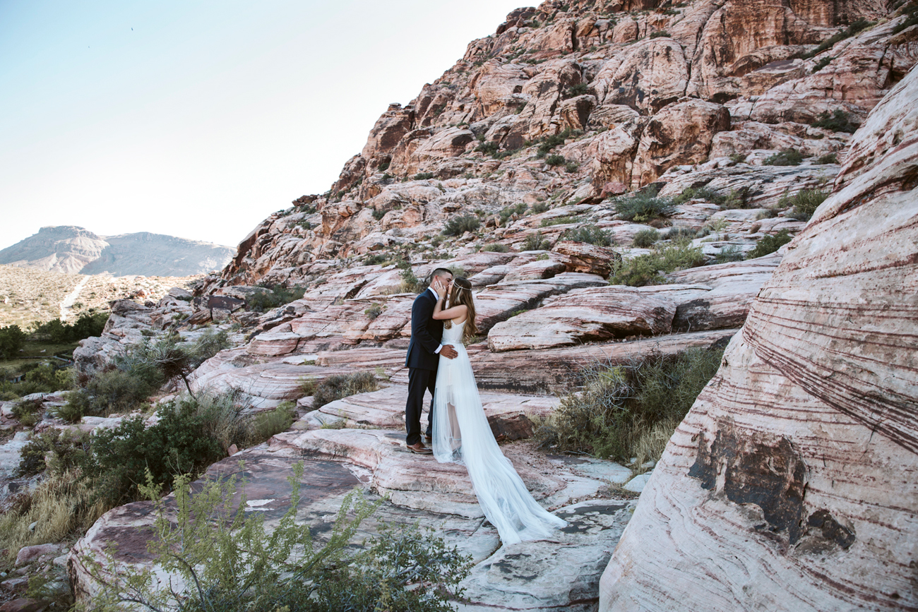 Las Vegas Wedding. Becca Henry Photography . Bride and groom photos at Red Rock Wedding .