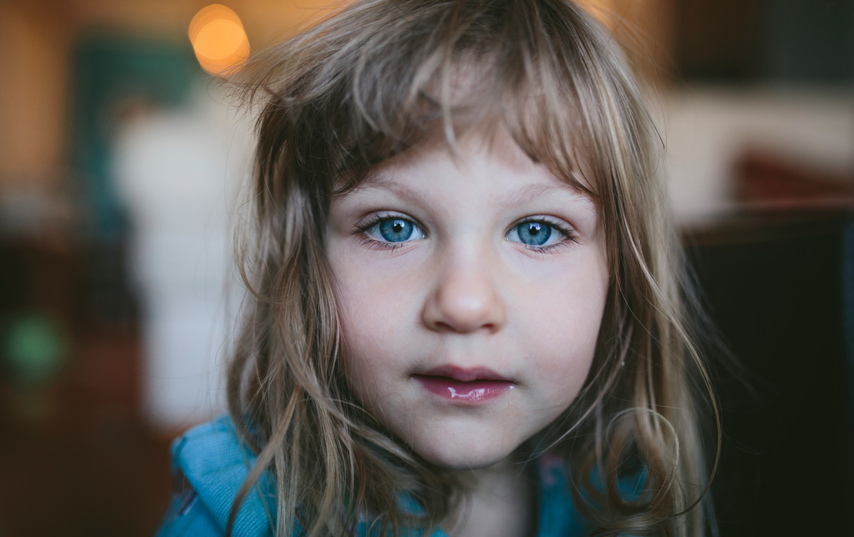 Becca Henry Family Portraits - girl with blue eyes- Alameda