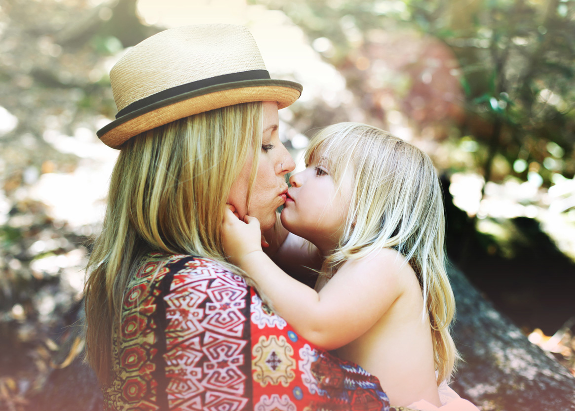Becca Henry Photography- momma and little girl with fedora -Fairfax California
