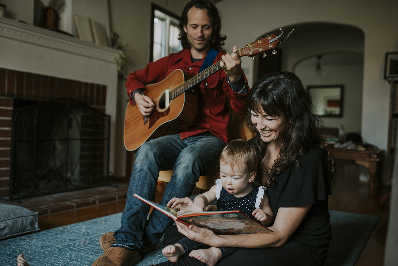 Reading time with mommy and daddy - Sweet at home Photo Session- Oakland Family Photography by Becca Henry Photography